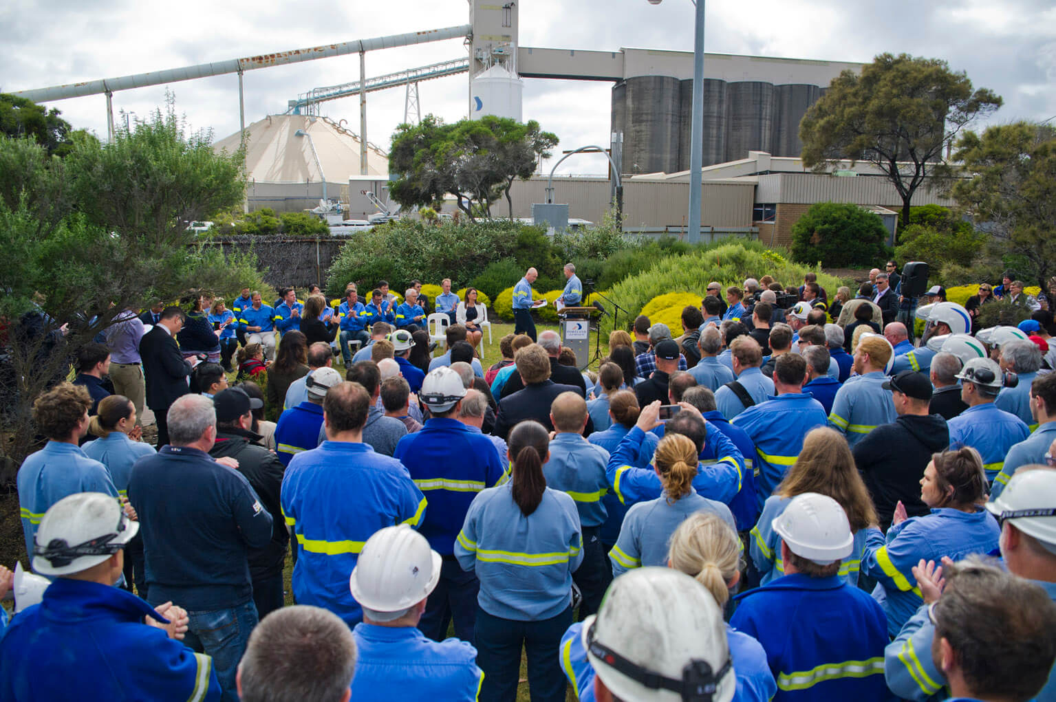 The Victorian and Australian governments and Alcoa have announced the Portland Aluminium smelter will restart capacity that had been lost due to a December power outage.